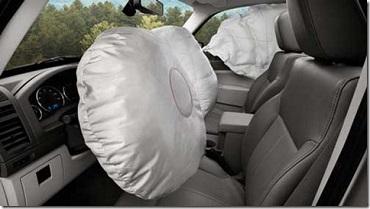 Carro com airbags inflados